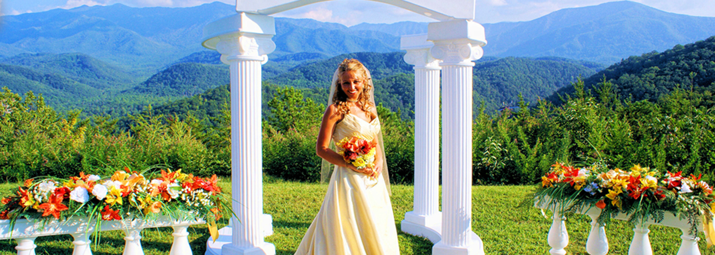 cabin weddings gatlinburg pigeon forge your cabin or by waterfall only 100 lawn garden gazebo receptions chapel